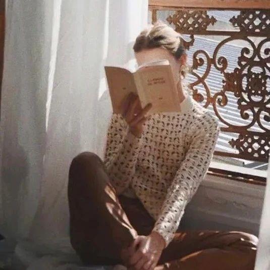 最顶级的自律:没事早点睡,有空多赚钱,平时勤读书