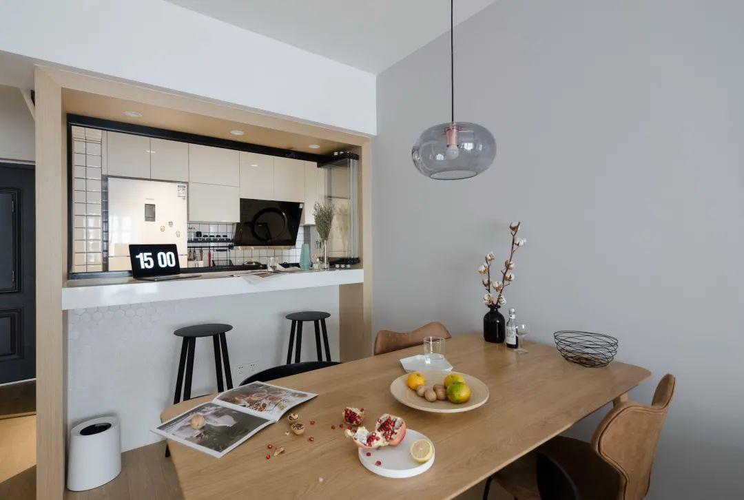 75㎡小户型简约风,整体以实用与美观为设计,半开放式厨房,装出高级文艺气质感