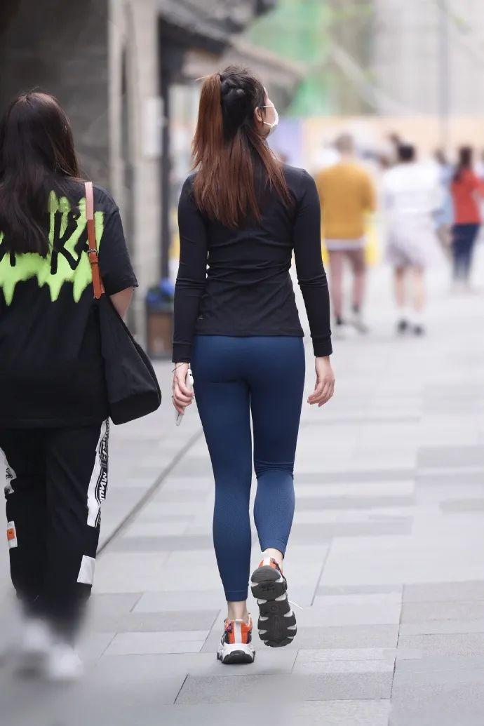 身材高挑,瑜伽裤阿姐