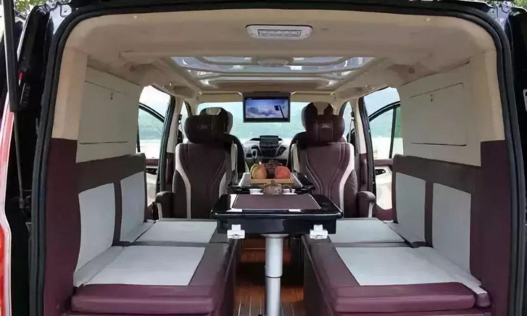 这款MPV堪比房车,轴距近3米,后排旋转座椅带影音电视,没GM8贵
