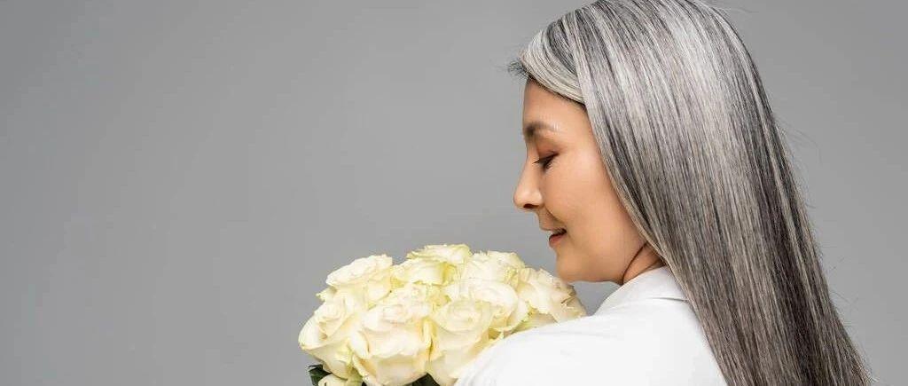 """""""白头发""""可能预示这些疾病!5个因素导致长白发"""