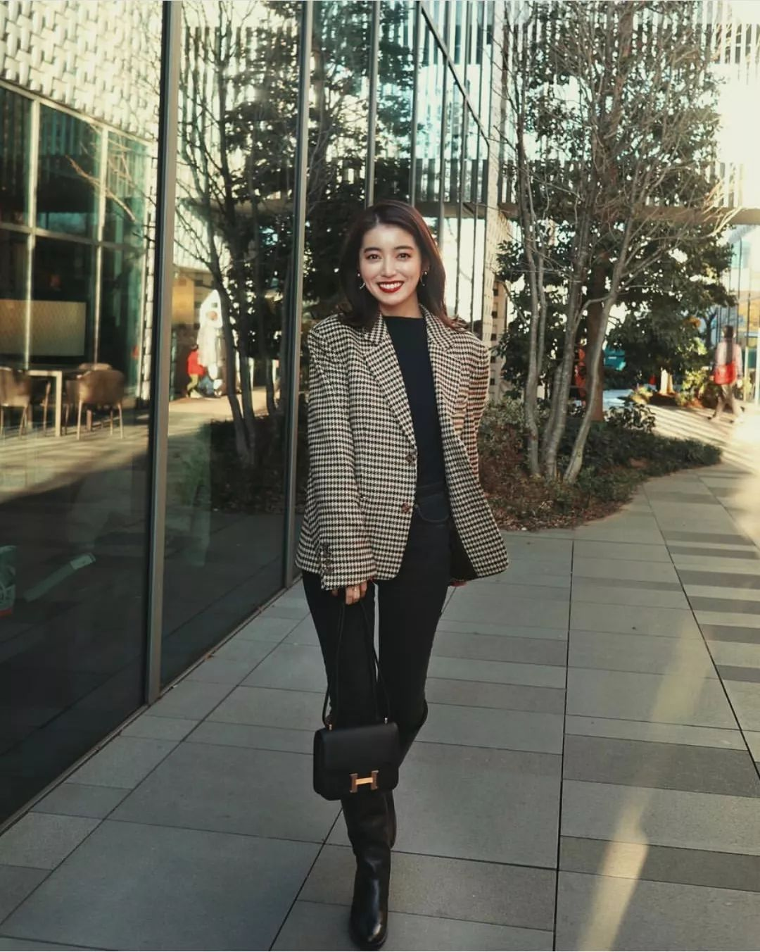 厚外套+高腰裤=冬季最火显高套路!