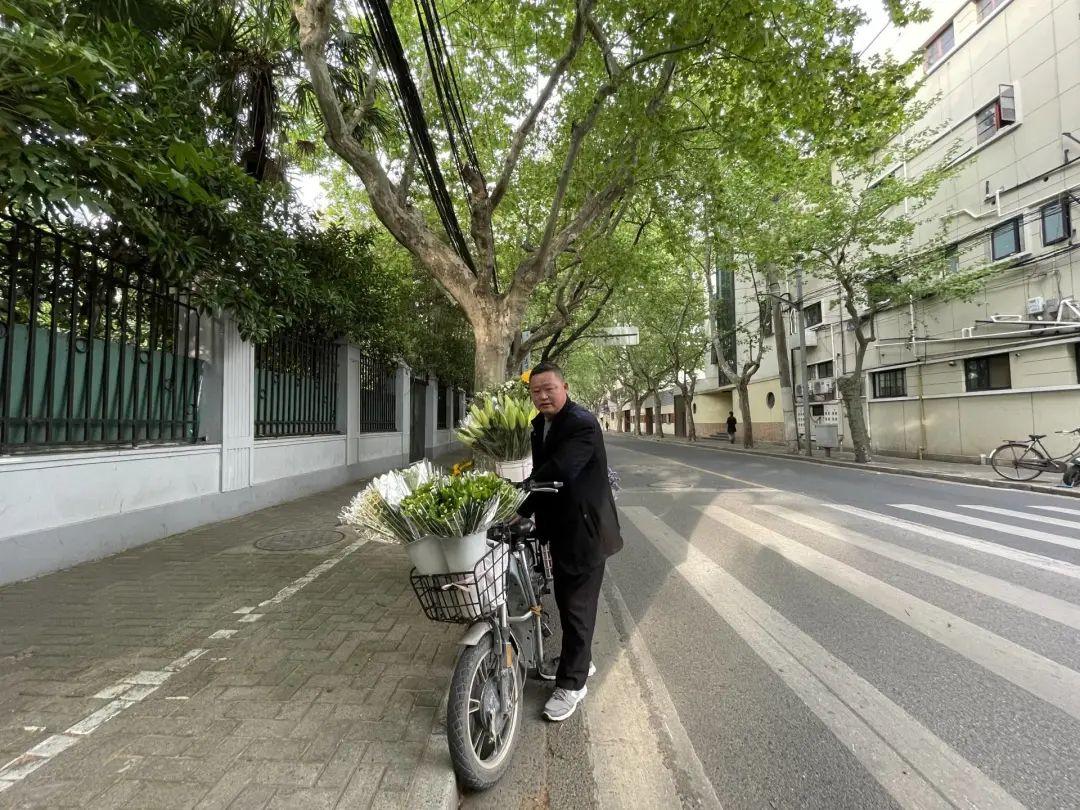 五原路街头卖花的男子与他错过的三个机遇