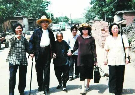 """今天,我们是否还要反思""""丑陋的中国人""""?   作家柏杨诞辰100周年"""