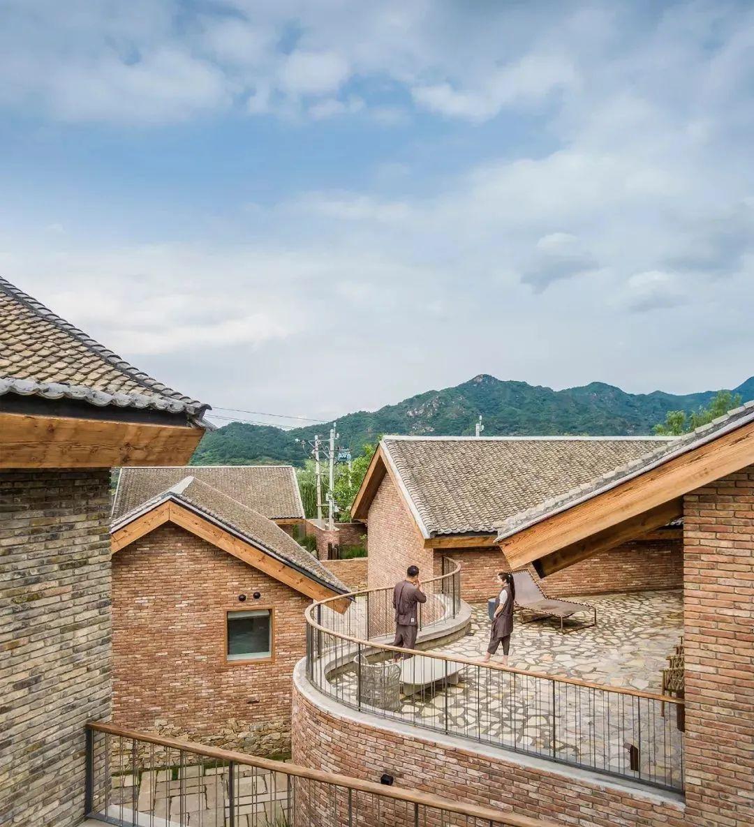 长城脚下的神秘村:邻居全部大有来头,有夫妻砸1个亿入住