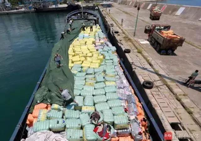 惡心!數百噸韓國人扔掉的舊衣服在浙江被截!你淘來的名牌貨,可能暗藏各種細菌