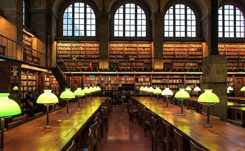 """复旦教授列的""""不必读""""书单火了:人生有涯,书是读不尽的,读尽也无用"""