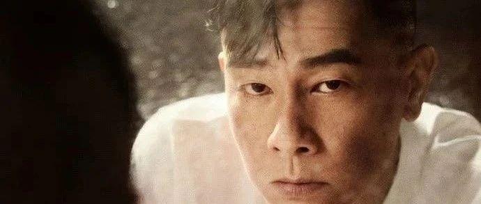 陈小春:54岁山鸡哥选秀翻红,为老婆披荆斩棘,他凭什么站C位?