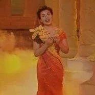 张也演唱的《花儿为什么这样红》,听完想跟着玉米提一起跳舞!