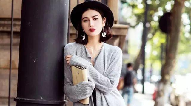 今年流行這樣穿毛衣,不懂你就out了!