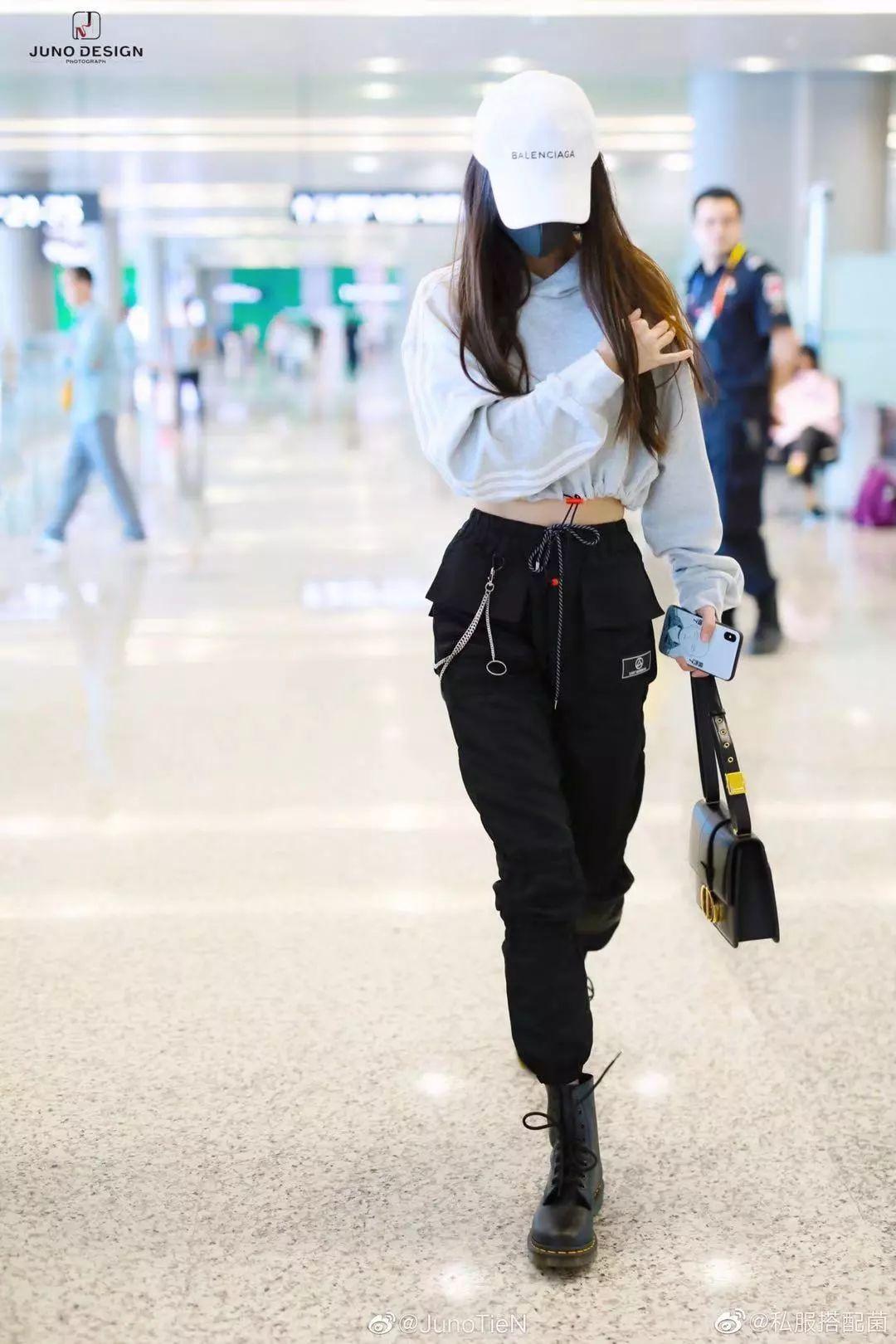 Angelababy偷學楊冪穿搭,明星的機場時尚穿搭攻略