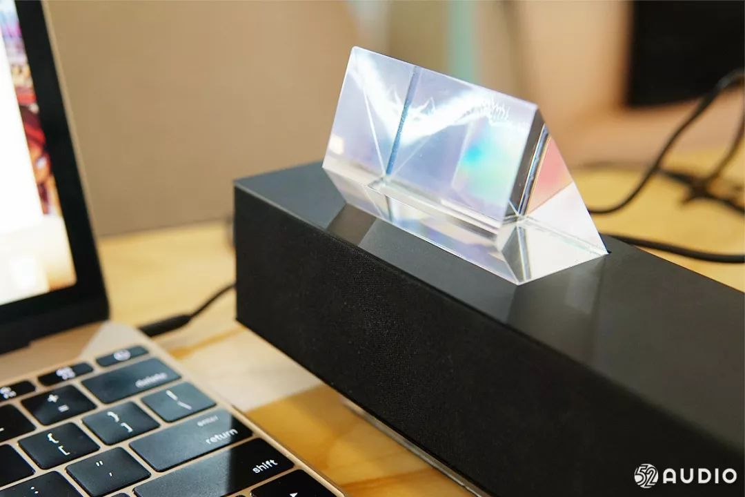 魅族Gravity悬浮蓝牙音箱体验评测:晶莹剔透,设计超前-我爱音频网