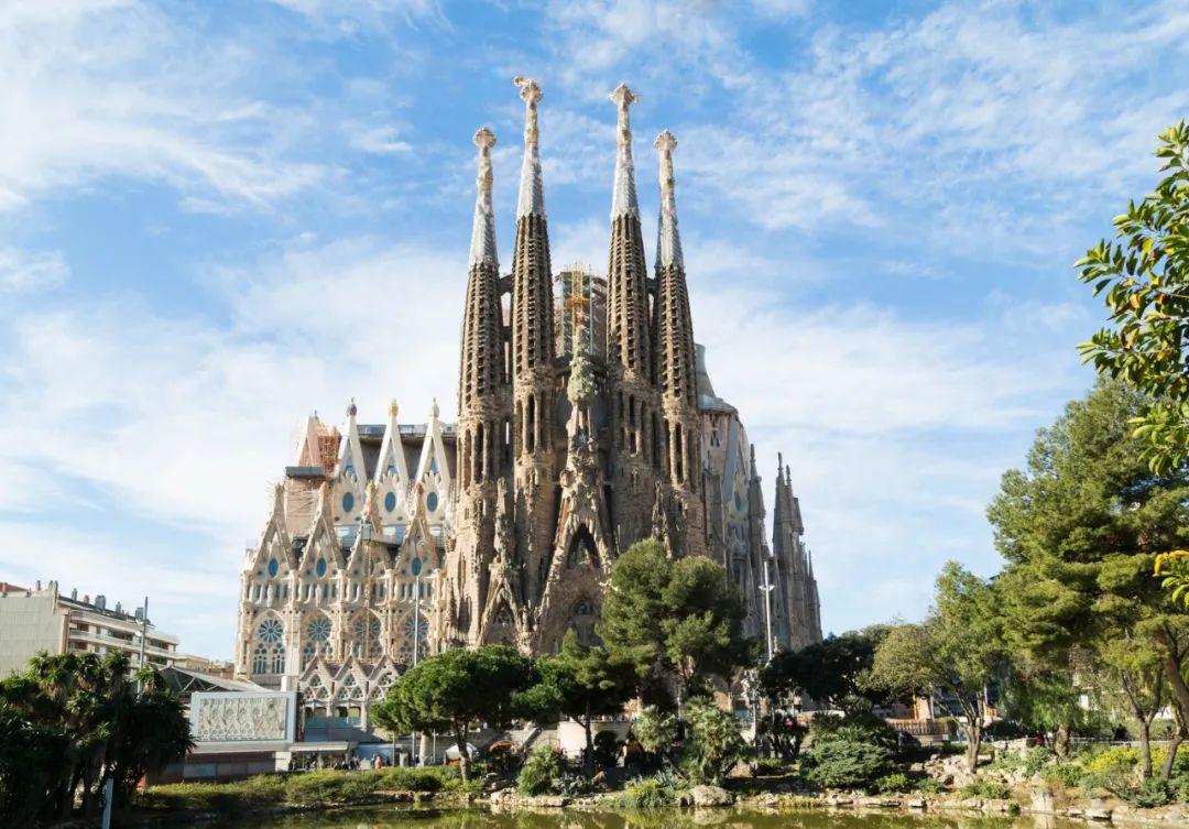 今天是他逝世95周年的日子,但他的建筑是巴塞罗那的象征!