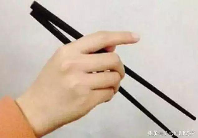 心理測試:你是怎麼握筷子的?測出命中注定你是什麼命! 婚戀相親 第3張