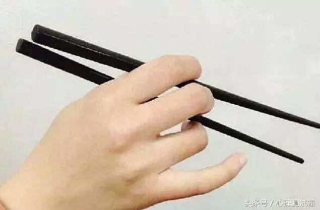 心理測試:你是怎麼握筷子的?測出命中注定你是什麼命! 婚戀相親 第1張