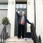 英国奶奶中奖300万英镑豪宅,决定继续住自己的小窝:金窝银窝不如自家!