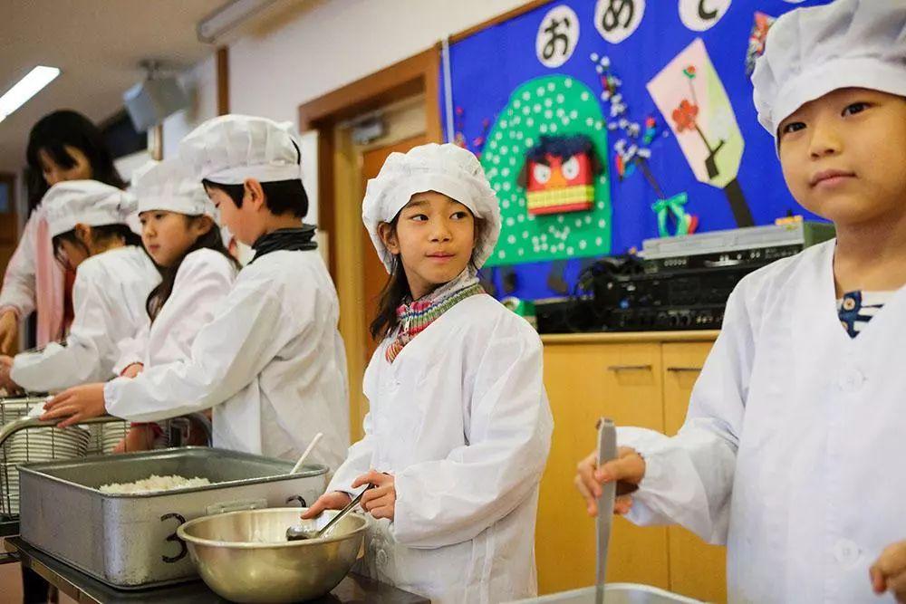 日本幼兒園「變態」身體素質課!中國幼兒園一個都做不來?側空翻、倒立行走、十級跳箱.....