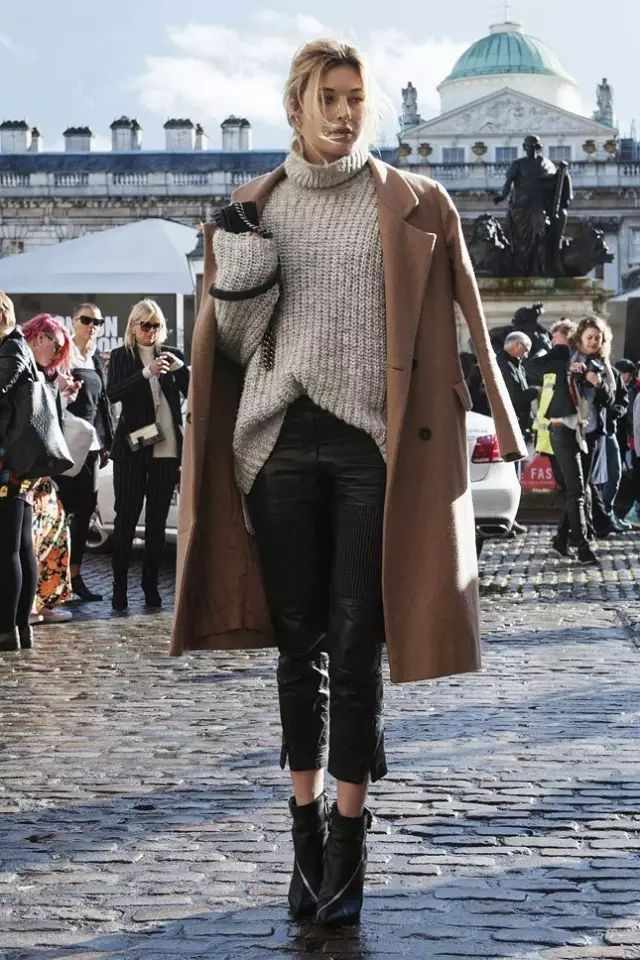 如何擁有一件百穿不厭的大衣?從領口袖口等細節都要精致的百裡挑一!