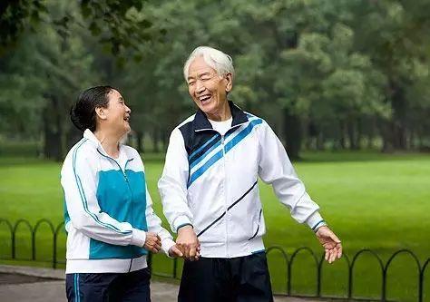 【健康】老人要高壽,這10年至關重要!每天記住「十個一」!