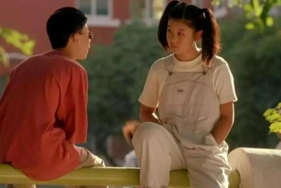 出道20年不接吻戏,初吻留给自己老公,35岁还是一副18岁少女模样