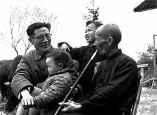 周立波不幸染病在京逝世,把一生积蓄捐给国家,妻子哭成泪人