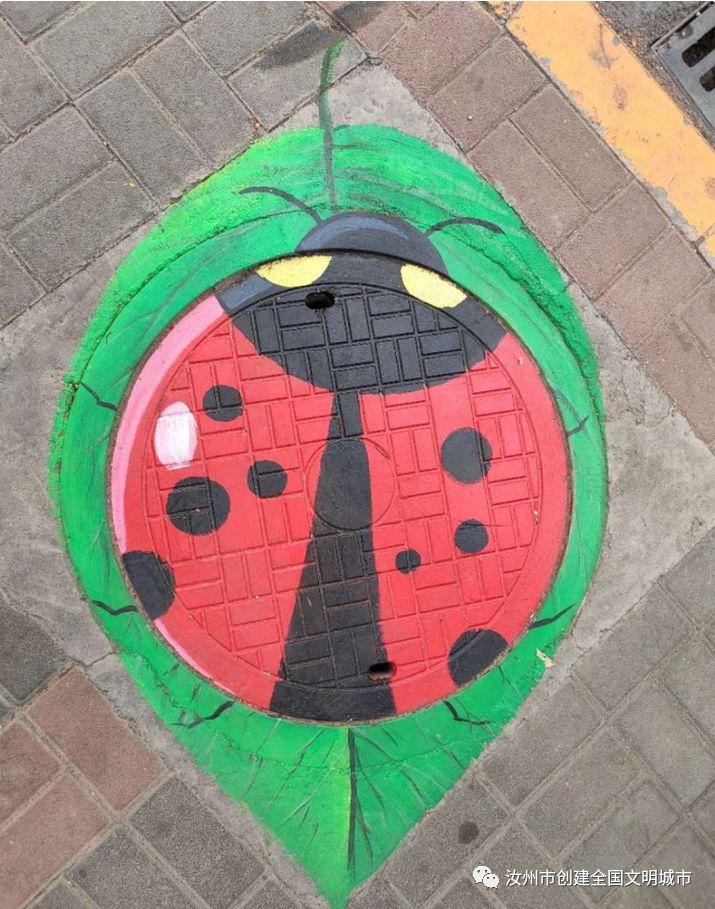 """【文明汝州】市住建局在安国路打造""""艺术井盖"""""""