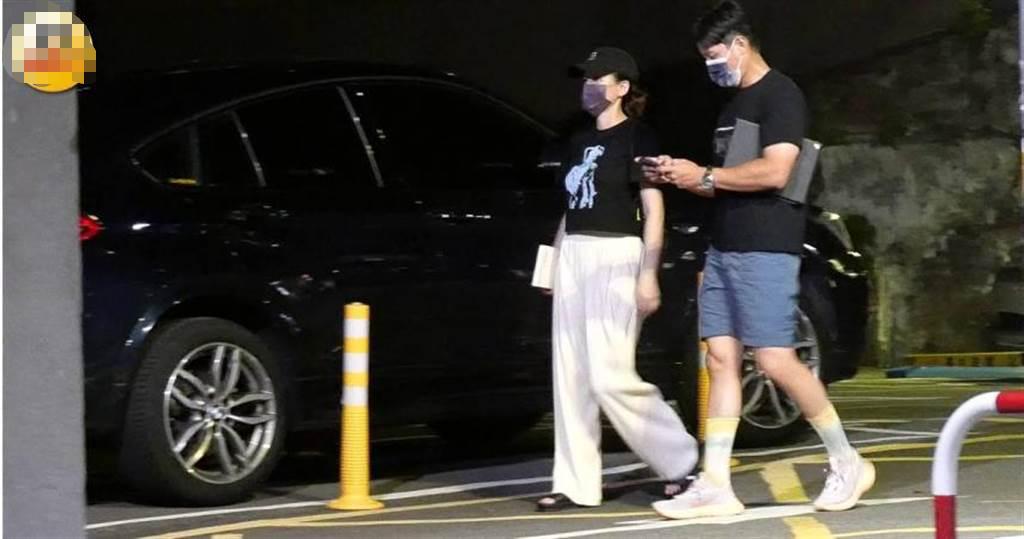 陈乔恩和小9岁男友深夜外出,衣着宽松身材丰满,又被传有孕?